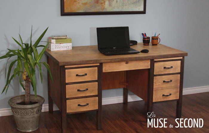 bureau de travail la muse du second. Black Bedroom Furniture Sets. Home Design Ideas