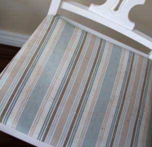 Chaise sale avant peinture a la craie