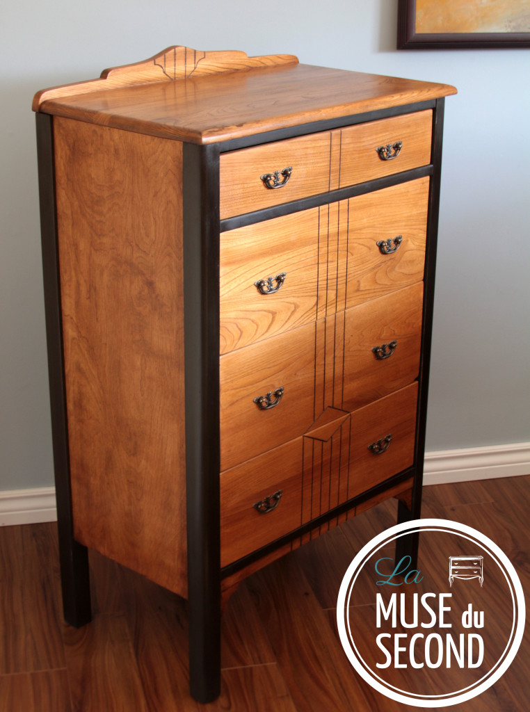 Commode en bois antique la muse du second for Meuble antique kijiji